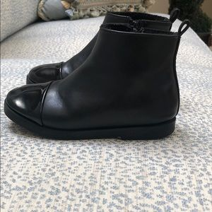 Zara girls black boot with patent toe- great cond